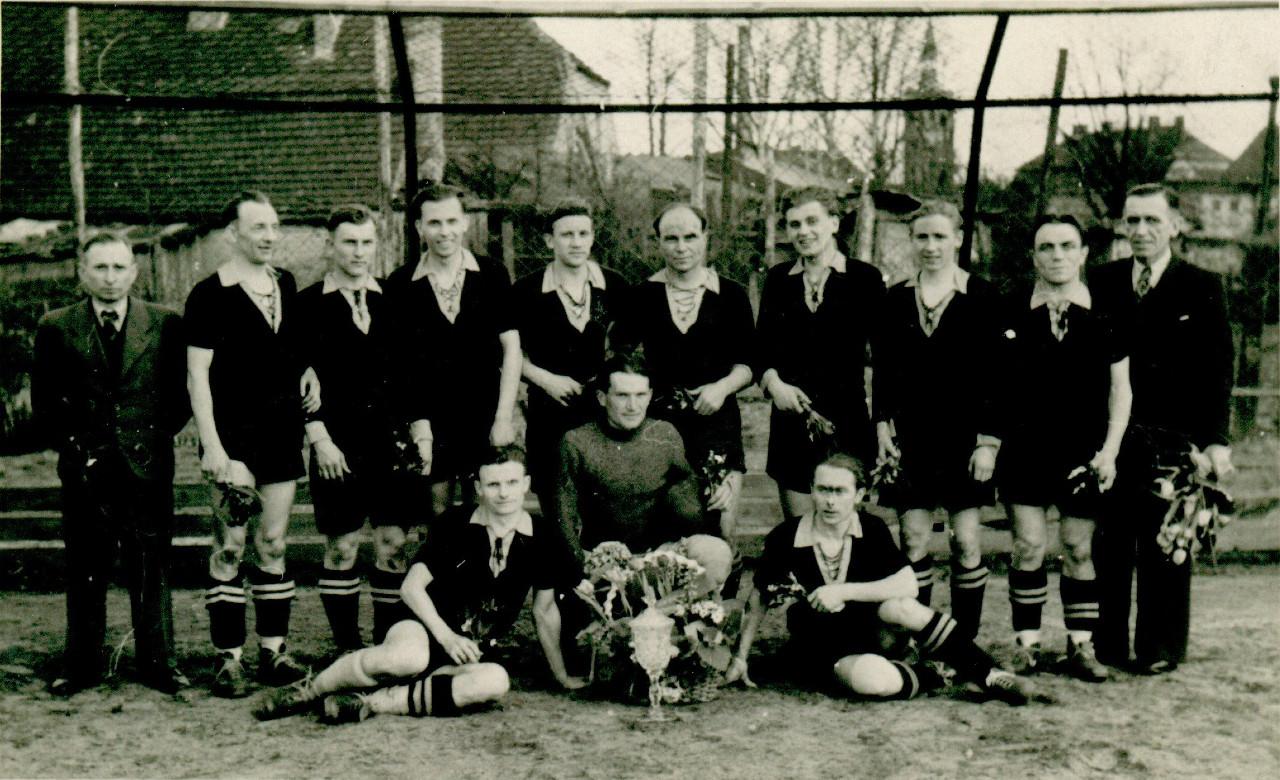 Mannschaft aus den 53er Jahren.