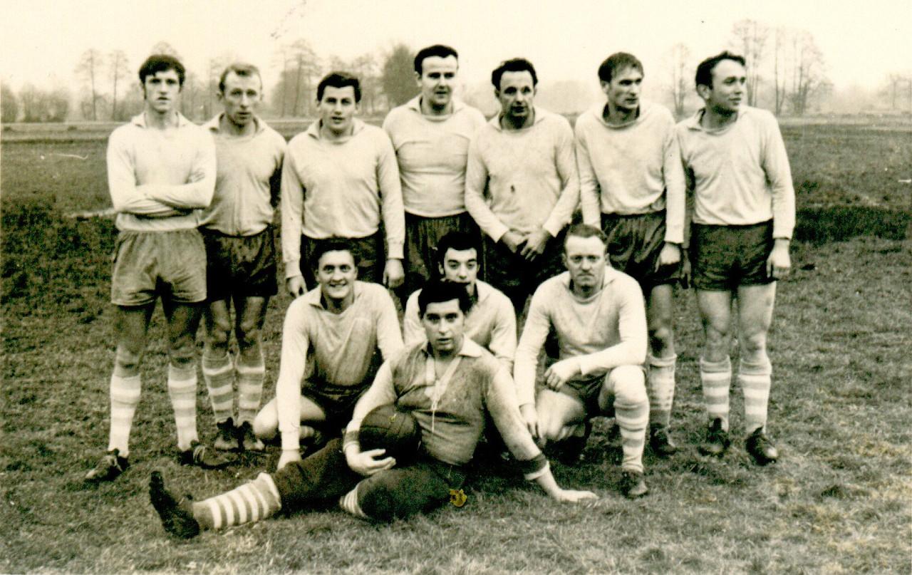 Mannschaft aus den 60er Jahren.