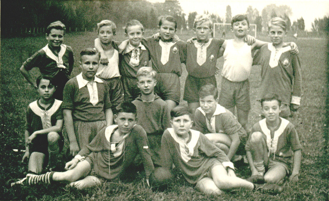 Schülermannschaft aus den 60er Jahren.